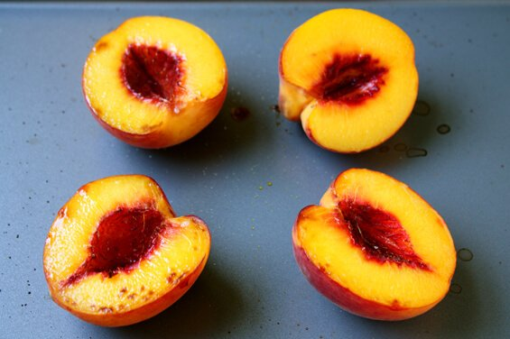 broiled-peaches