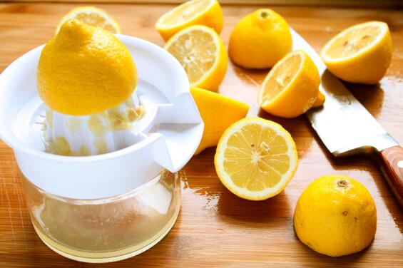 juicing-lemons
