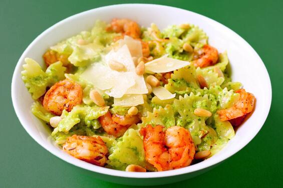 asparagus-spinach-pesto-pasta-with-blackened-shrimp