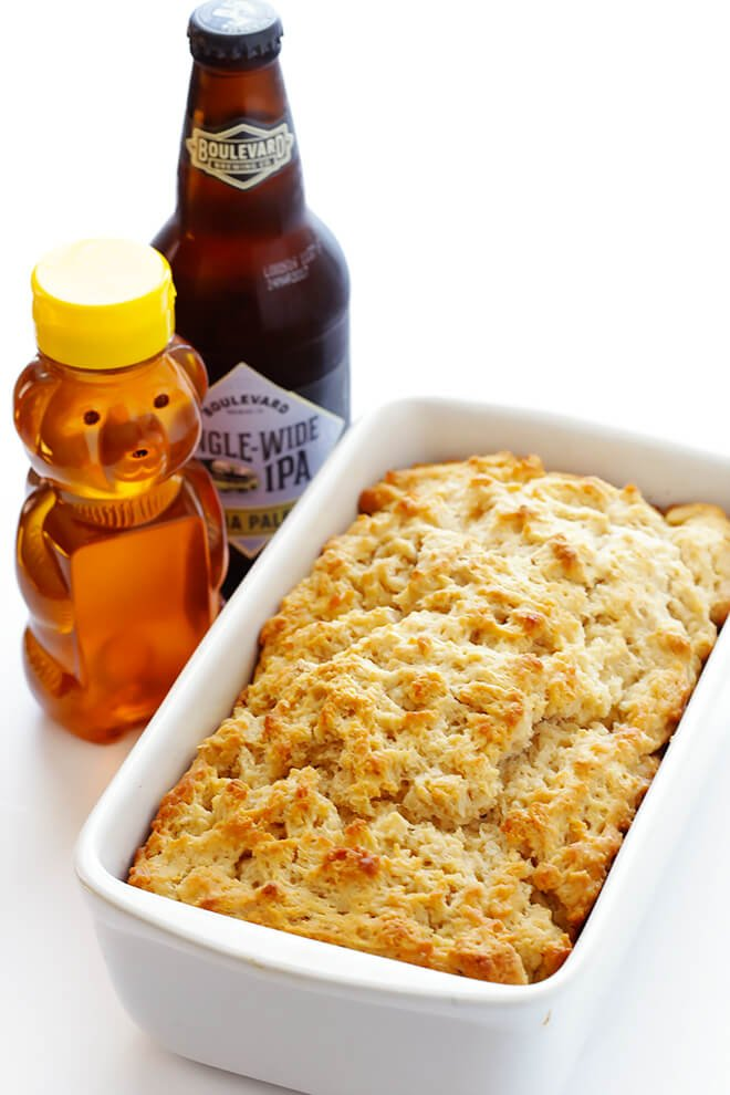 This Honey Beer Bread recipe only calls for 6 ingredients, and can be ready to go in under an hour. Absolutely delicious! | gimmesomeoven.com