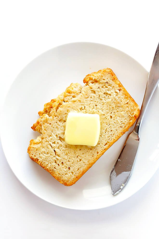 This Honey Beer Bread is my favorite quick bread recipe! It just requires 6 simple ingredients, and tastes absolutely delicious! | gimmesomeoven.com