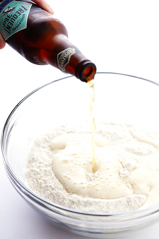 Learn how to make homemade honey beer bread with this easy recipe! All you need are 6 ingredients, and this delicious beer bread recipe will be ready to go in no time! | gimmesomeoven.com