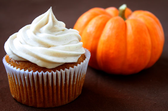 Pumpkin Cupcakes With Cinnamon Cream Cheese Frosting {Gimme Some Oven}
