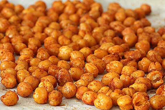 Roasted Chickpeas Recipe | gimmesomeoven.com