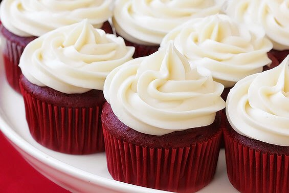 vanilla frosting for red velvet cupcakes