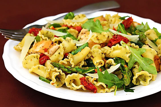 Pesto Pasta with Chicken, Asparagus & Arugula