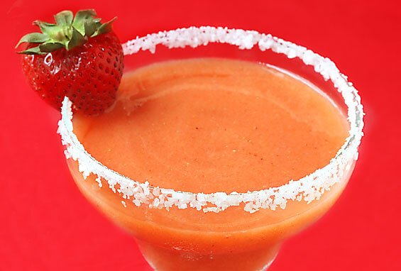 Strawberry Mango Margaritas Recipe | gimmesomeoven.com