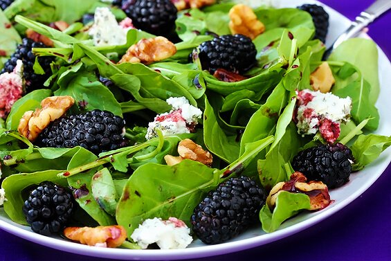 Spinach Berry Salad With Blackberry-Balsamic Vinaigrette ...