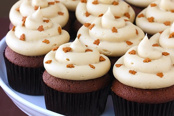 Gingerbread Cupcakes w/ Molasses Cream Cheese Frosting | Gimme Some ...