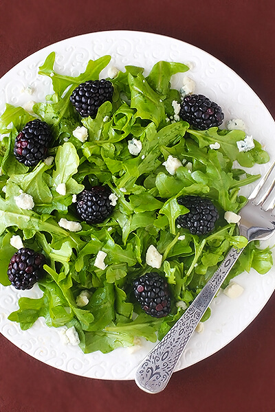 Blackberry Arugula Salad With Citrus Vinaigrette | gimmesomeoven.com