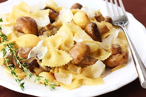 roasted garlic and mushroom pasta