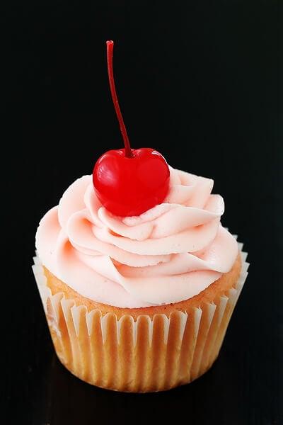 Cherry Vanilla Cupcakes | gimmesomeoven.com