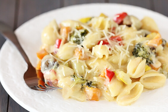 Roasted Vegetable Macaroni & Cheese | gimmesomeoven.com