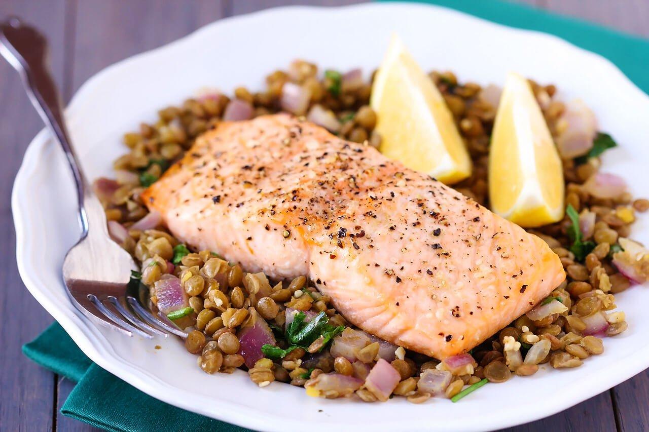 Baked Salmon & Lentils | gimmesomeoven.com