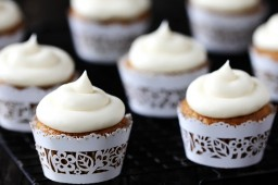 spiced butternut squash cupcakes with maple cream cheese frosting {Gimme Some Oven}