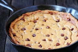 skillet chocolate chip cookie {Gimme Some Oven}