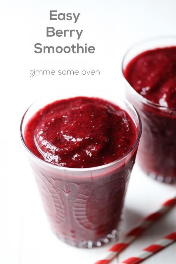 Easy Berry Smoothie | gimmesomeoven.com
