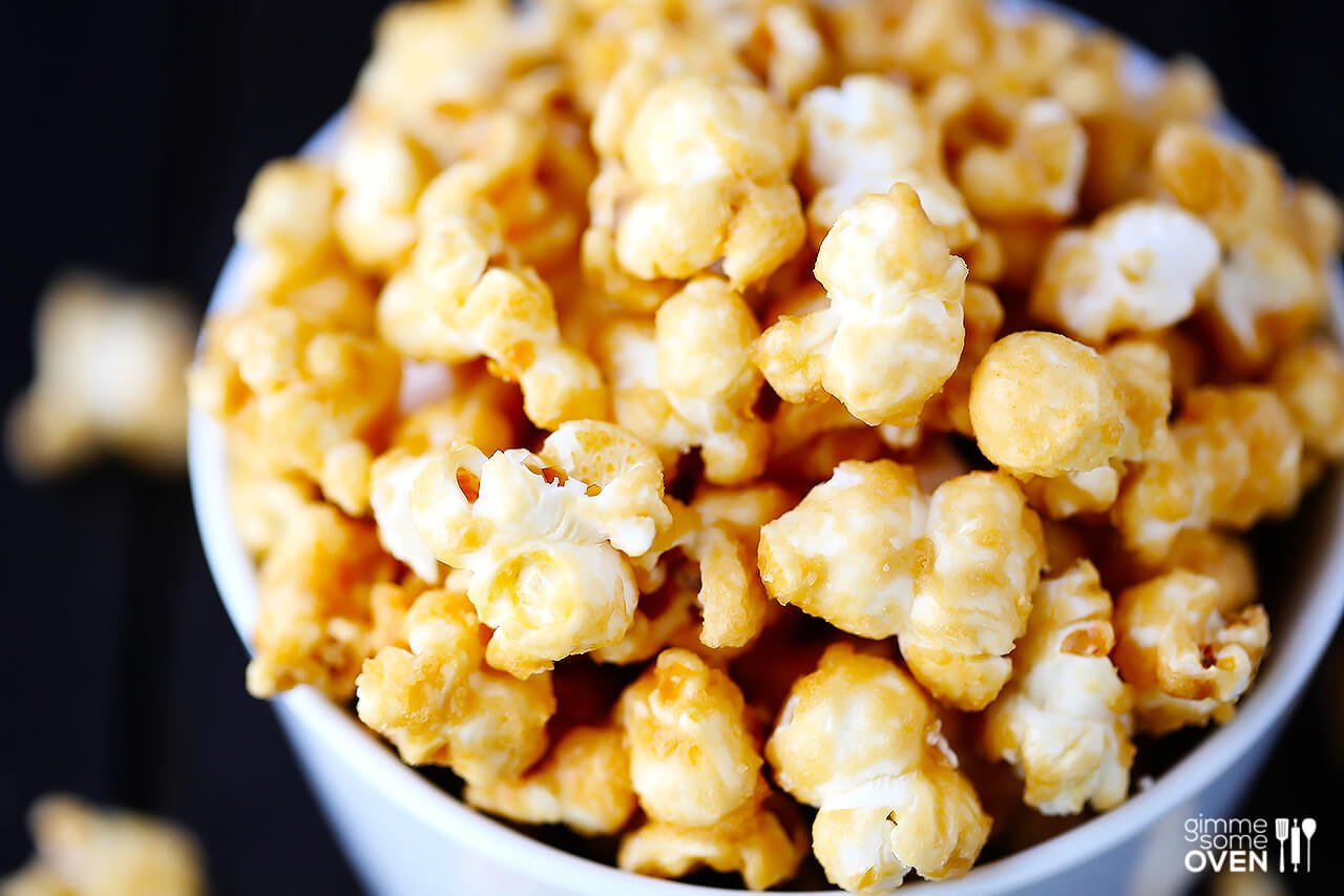 Homemade Caramel Corn | gimmesomeoven.com