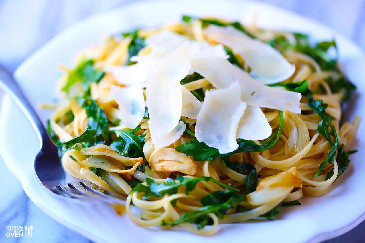Linguine with Arugula, Garlic & Parmesan | gimmesomeoven.com