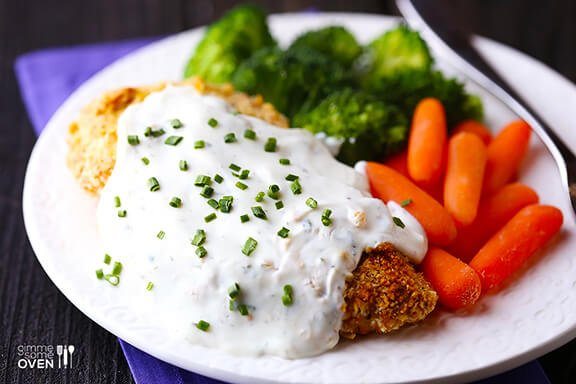 Healthier Crispy Baked Chicken with Greek Yogurt Ranch Sauce | gimmesomeoven.com