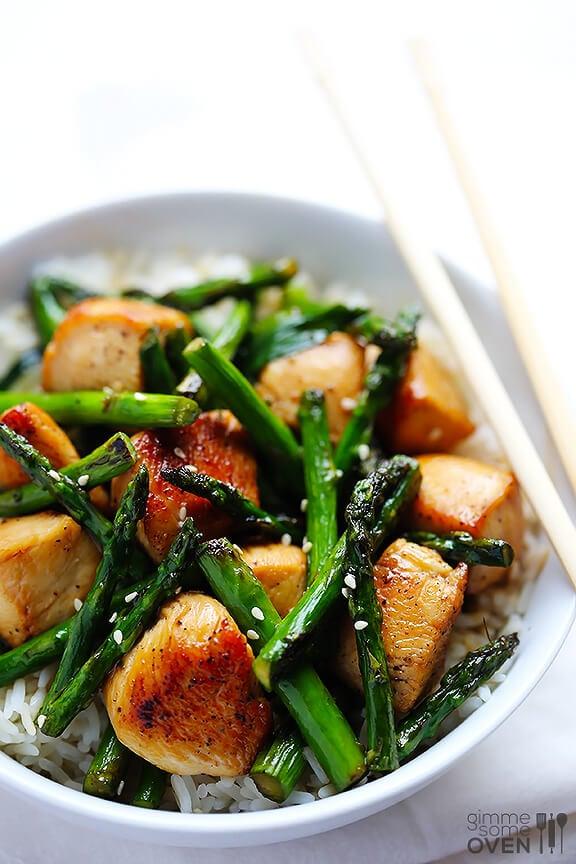 Chicken and Asparagus Stir-Fry | gimmesomeoven.com