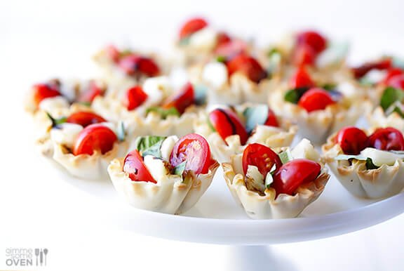 Caprese Phyllo Cups | gimmesomeoven.com