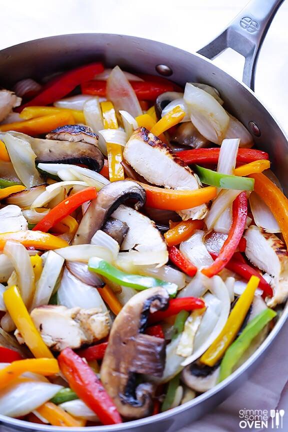 Margarita Chicken Fajitas Recipe | gimmesomeoven.com