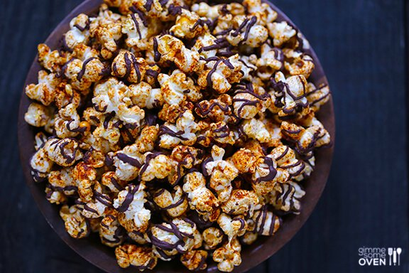 Spiced Chocolate Popcorn | gimmesomeoven.com