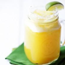Fresh Pineapple Margaritas | gimmesomeoven.com
