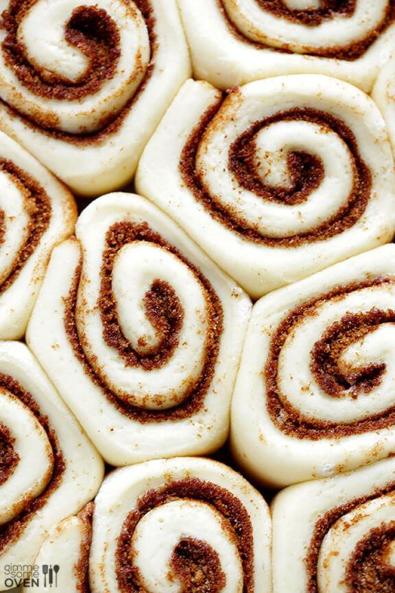 1-Hour Easy Cinnamon Rolls Recipe | gimmesomeoven.com