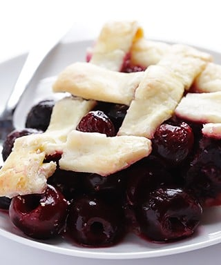 Sweet Cherry Pie Recipe | gimmesomeoven.com