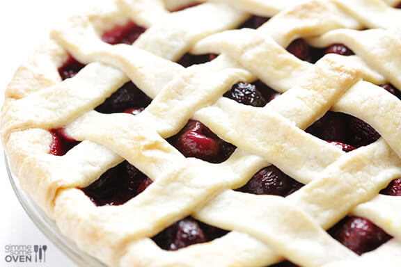 How To Make A Lattice Pie Crust | gimmesomeoven.com