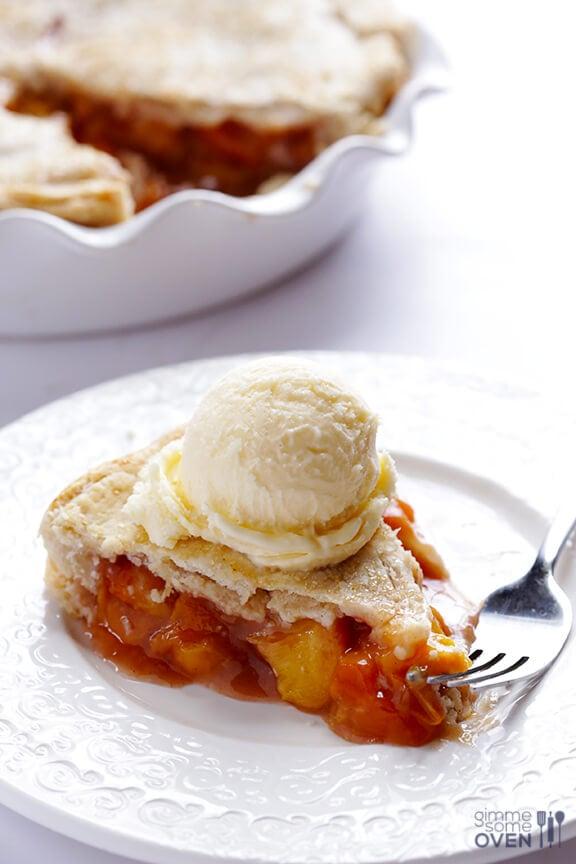 Peach Bourbon Pie Recipe | gimmesomeoven.com