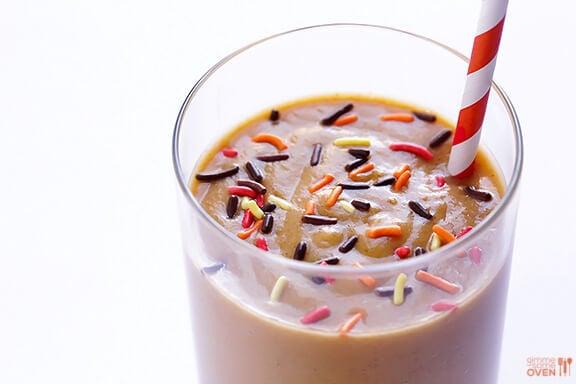 Skinny Pumpkin Pie Milkshakes | gimmesomeoven.com