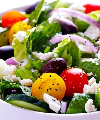 Greek Salad with Garlic Lemon Vinaigrette | gimmesomeoven.com