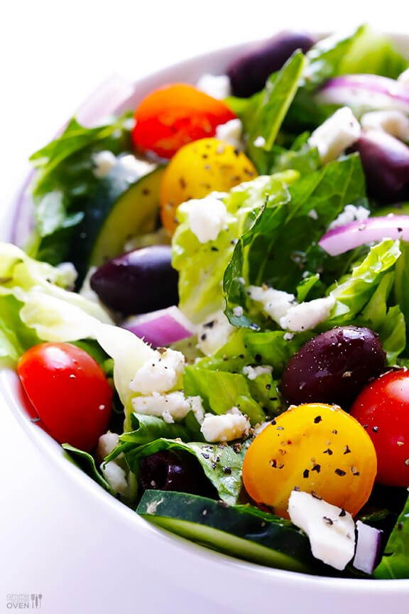 Greek Salad Recipe | gimmesomeoven.com