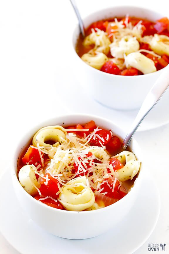 5 Ingredient Easy Tortellini Soup | gimmesomeoven.com