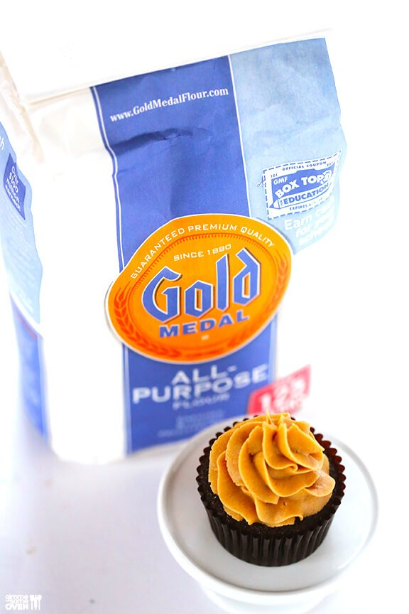 Chocolate Peanut Butter Cupcakes | gimmesomeoven.com