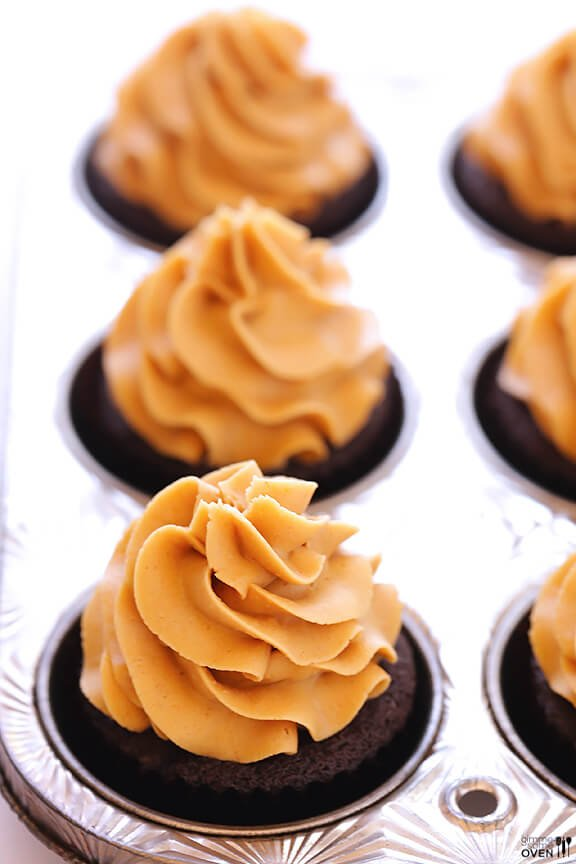 Chocolate Peanut Butter Cupcakes Recipe (with step-by-step tutorial)   gimmesomeoven.com