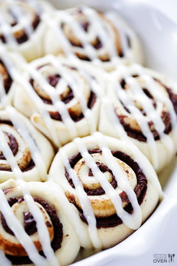 Nutella Cinnamon Rolls from Gimmie Some Oven | Christmas Morning Cinnamon Rolls