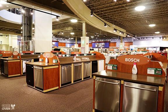 Kitchen Remodel Furniture From Nebraska Furniture Mart U0026 Broyhill |  Gimmesomeoven.com #dining #