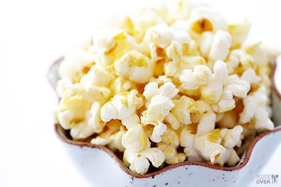 The BEST Butter-Free Popcorn (Nooch Popcorn) -- it's #vegan,