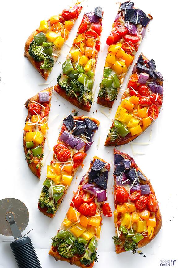 Rainbow Veggie Flatbread Pizza | gimmesomeoven.com