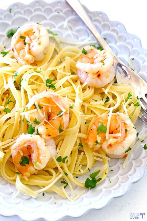 15-Minute Skinny Shrimp Scampi Recipe | gimmesomeoven.com