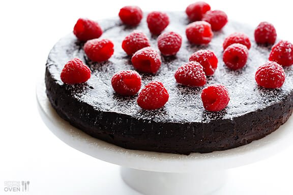 How To Make A Flourless Chocolate Cake | gimmesomeoven.com