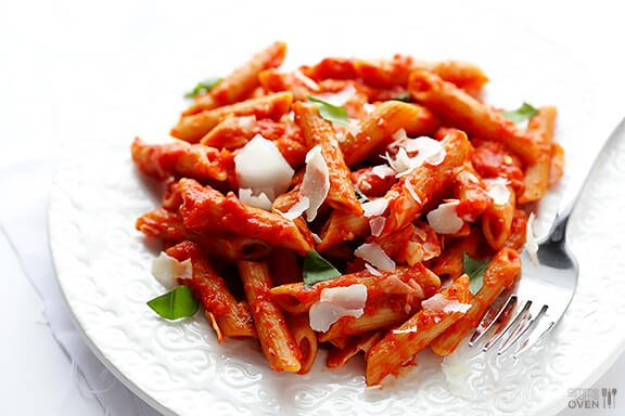 Pasta with Easy Roasted Red Pepper Sauce | gimmesomeoven.com
