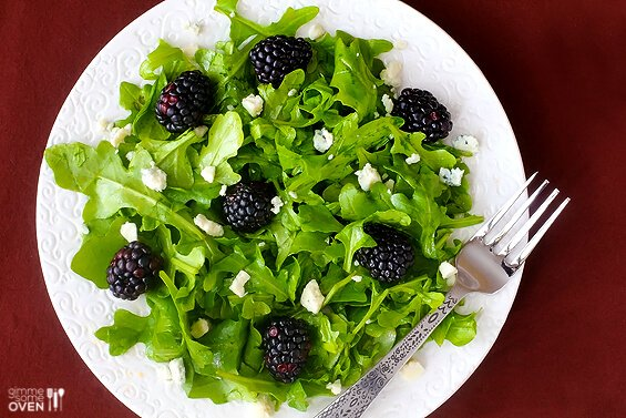 Arugula Blackberry Salad with Citrus Vinaigrette | gimmesomeoven.com