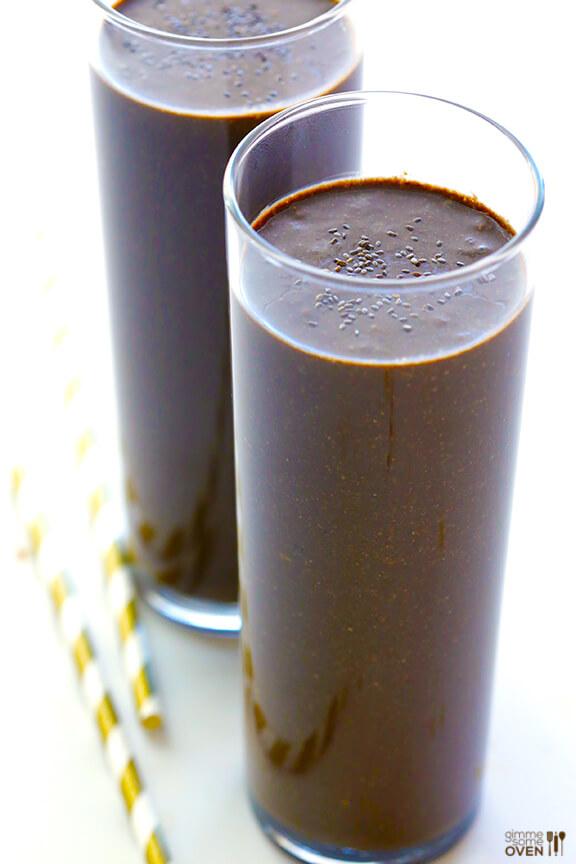 Chocolate Chia Smoothie   gimmesomeoven.com #vegan #glutenfree