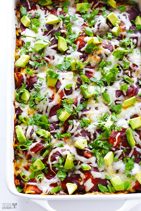 Easy Chicken Enchilada Casserole | gimmesomeoven.com #mexican #glutenfree