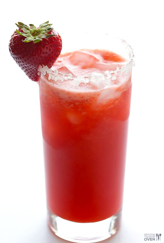Fresh Strawberry Margarita -- all you need are 5 ingredients and 5 minutes to make these fresh and naturally-sweetened drinks! gimmesomeoven.com